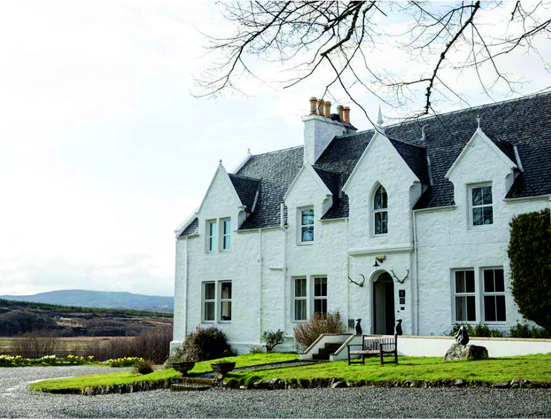 A former clan hunting lodge, Kinloch country hotel still remains in the Macdonald family
